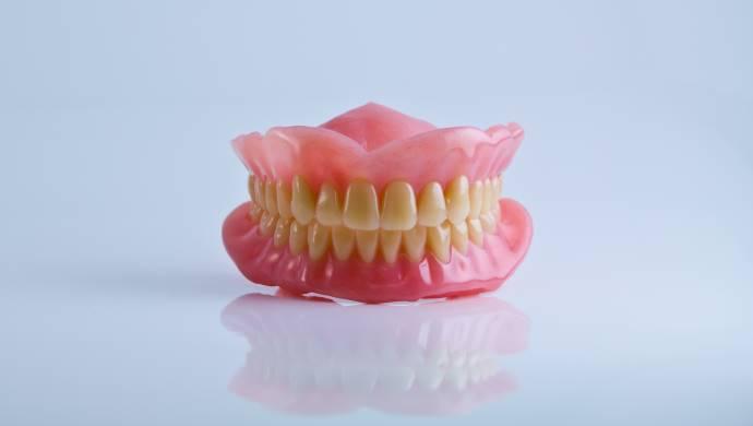 שיניים תותבות